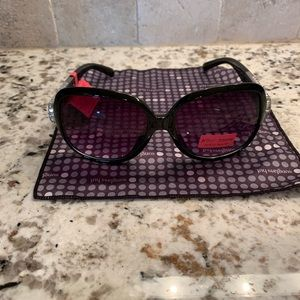 🆕 Betsey Johnson Ladies Sunglasses 🕶